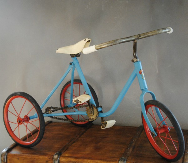 Le tricycle bleu